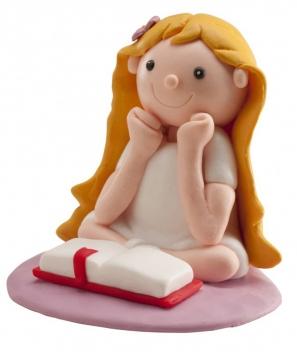 Niña comunión leyendo Biblia clay