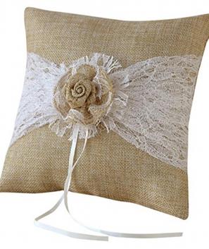 Cojín alianzas estilo rústico y detalle de flor