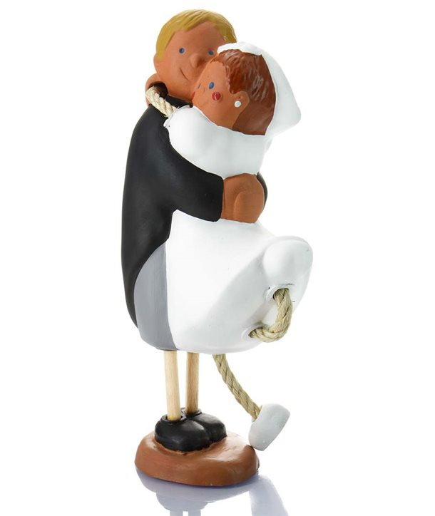 Figura de novios terracota abrazados